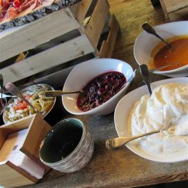 fromage blanc et coulis de fruits